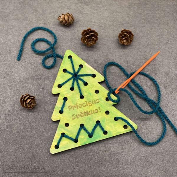 koka veramā eglīte bērniem, spēle bērniem ziemassvētkos